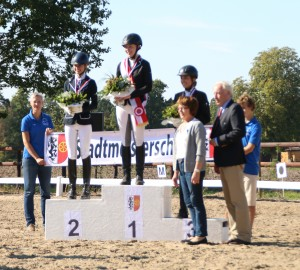 Stadtmeisterin in der Dressur Klasse E ist Anna zur Heiden! Der zweite Platz ging an Julia Höner und der dritte Platz ging an Viktoria Rothmann.